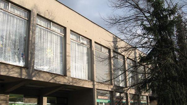Hošťálkovice budova