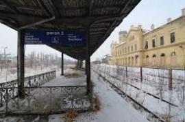 perony na nádraží