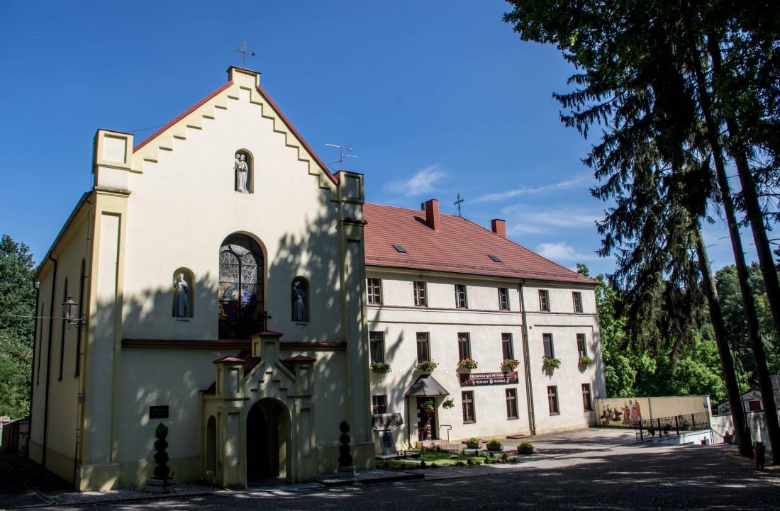 Sanktuárium sv. Josefa a františkánský klášter